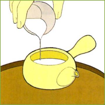 4.茶碗で湯冷まししたお湯を急須に入れる。